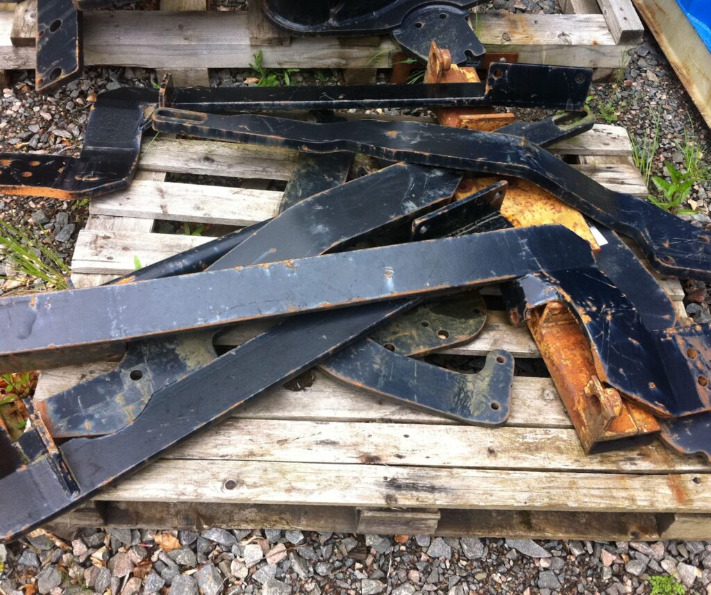 New holland front linkage brackets