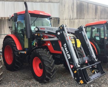 Zetor Proxima CL100 tractor with TL140 loader for sale