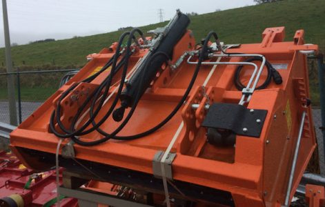 Self loading 1.5m salt sand spreader gritting machine for sale