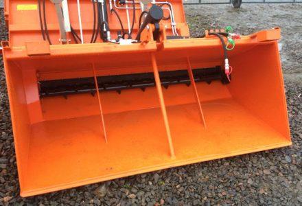 Self loading 2m salt sand spreader gritting machine for sale