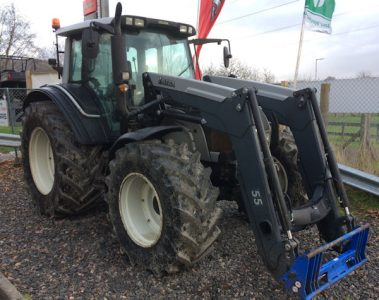 Valtra N141 160hp tractor with loader for sale