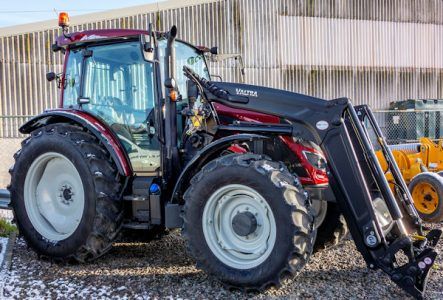 Valtra A104 105hp 4wd tractor with loader for sale – SOLD