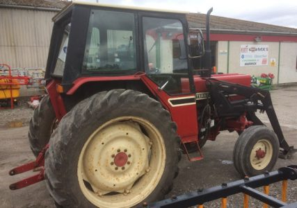 International 585 2wd 62hp tractor with loader for sale – SOLD