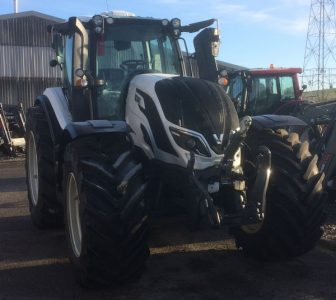 Valtra T254 Versu Smart Touch 270hp tractor with Autoguide for sale